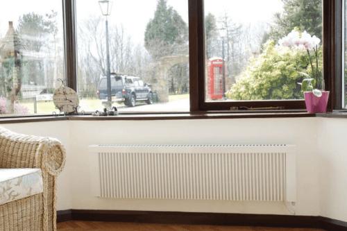 niedrige Flächenspeicherheizung TT-KS-Ni DSM unterm Fenster